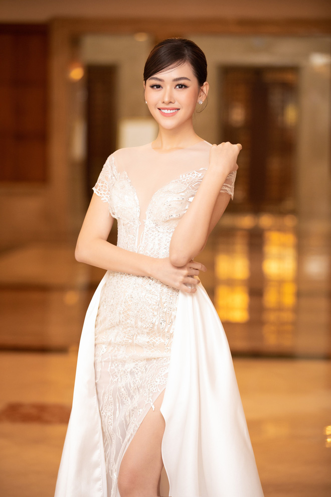 Dàn Hoa hậu Á hậu đổ bộ thảm đỏ họp báo HHVN 2020: Lương Thuỳ Linh đầy gợi cảm, Tiểu Vy đội vương miện 3 tỉ chiếm trọn spotlight - ảnh 10