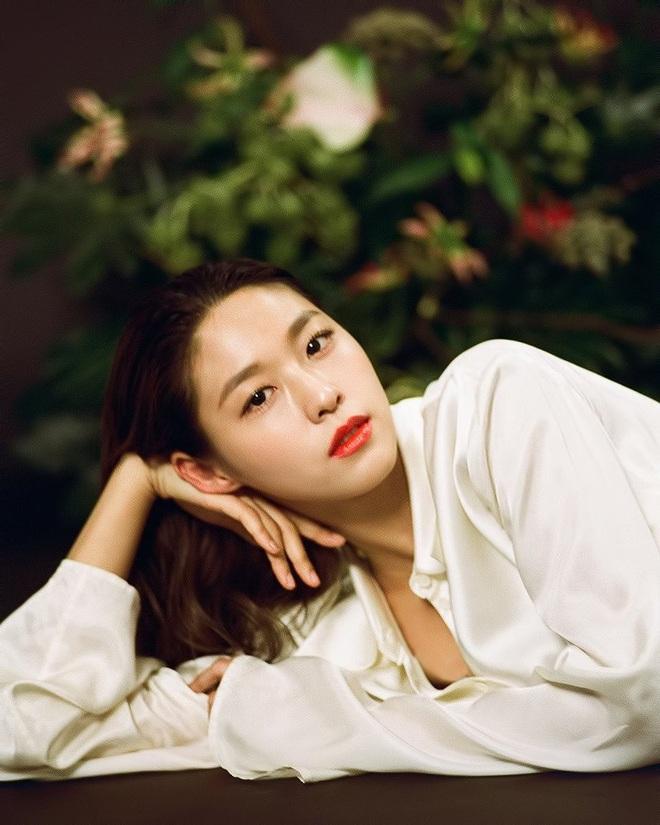 25 idol nữ có gương mặt đẹp nhất Kpop: Nữ thần Yoona - Suzy nhường hết chỗ cho BLACKPINK, Top 3 gây tranh cãi rầm rộ - ảnh 8