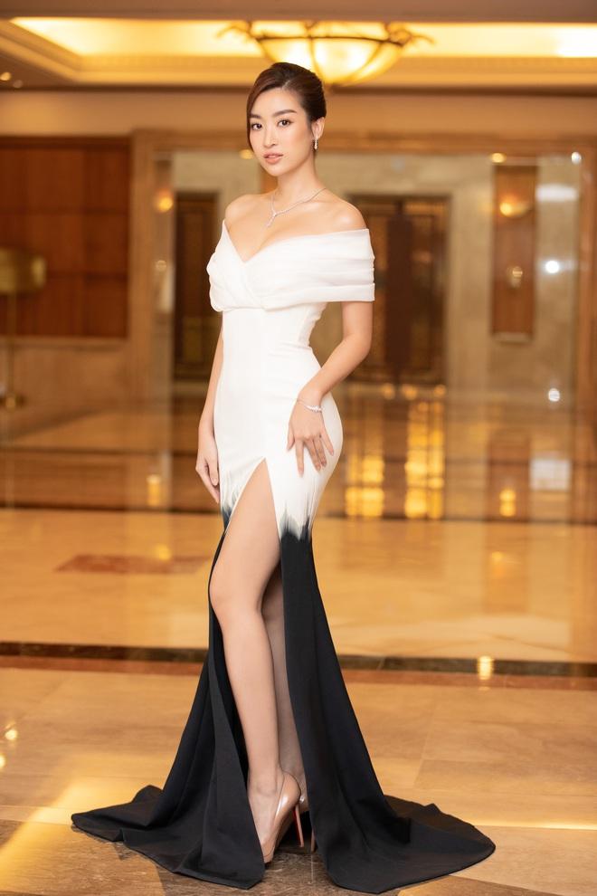 Dàn Hoa hậu Á hậu đổ bộ thảm đỏ họp báo HHVN 2020: Lương Thuỳ Linh đầy gợi cảm, Tiểu Vy đội vương miện 3 tỉ chiếm trọn spotlight - ảnh 2