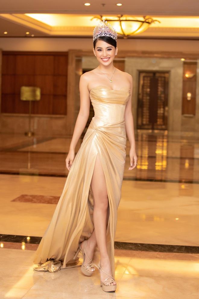 Dàn Hoa hậu Á hậu đổ bộ thảm đỏ họp báo HHVN 2020: Lương Thuỳ Linh đầy gợi cảm, Tiểu Vy đội vương miện 3 tỉ chiếm trọn spotlight - ảnh 4