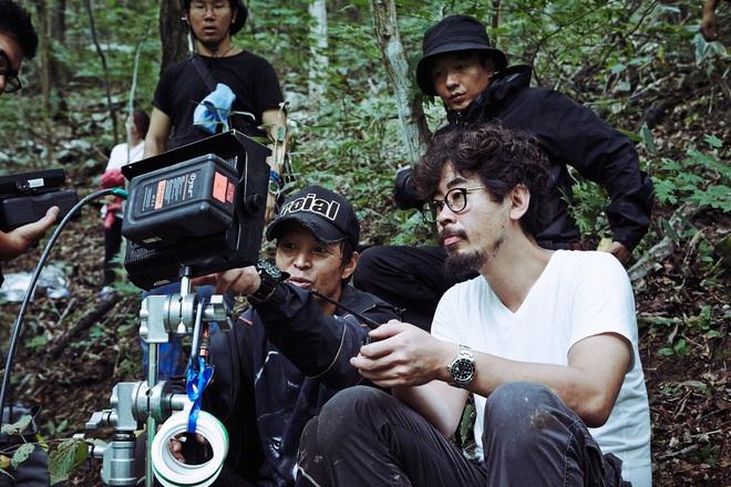Bậc thầy trinh thám Hàn Quốc bắt tay đạo diễn Tình Người Duyên Ma làm phim kinh dị về ông đồng bà cốt - ảnh 1