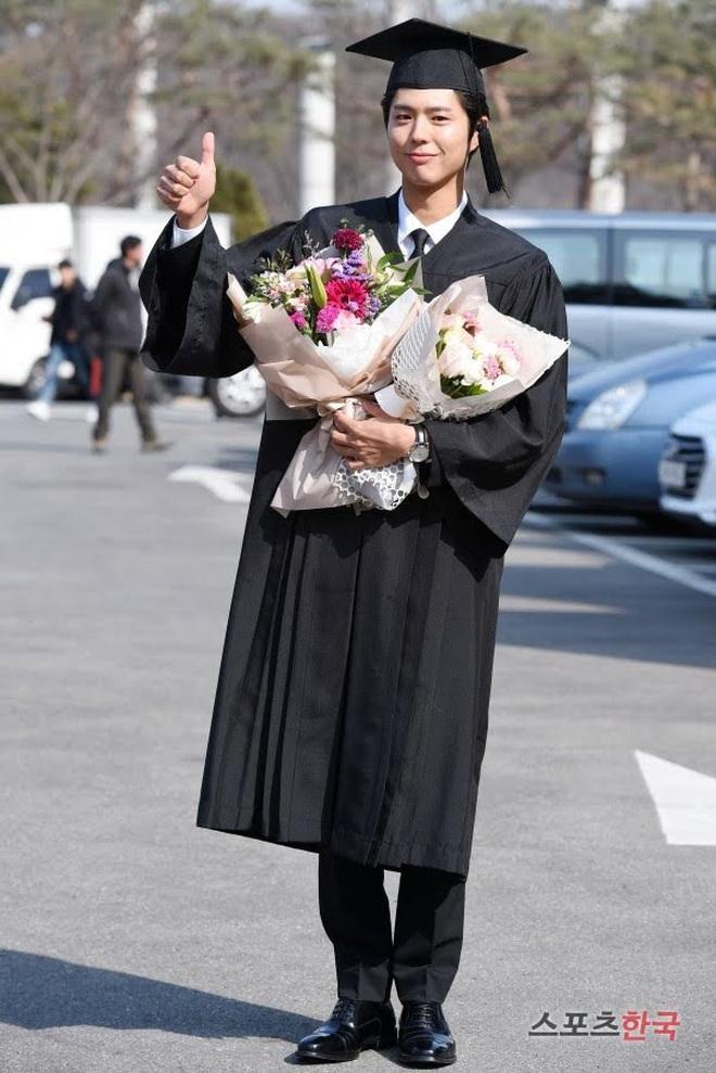 Park Bo Gum khoe ảnh tốt nghiệp như nam thần, nhưng đáng nể hơn là quá trình để lấy được tấm bằng - ảnh 2