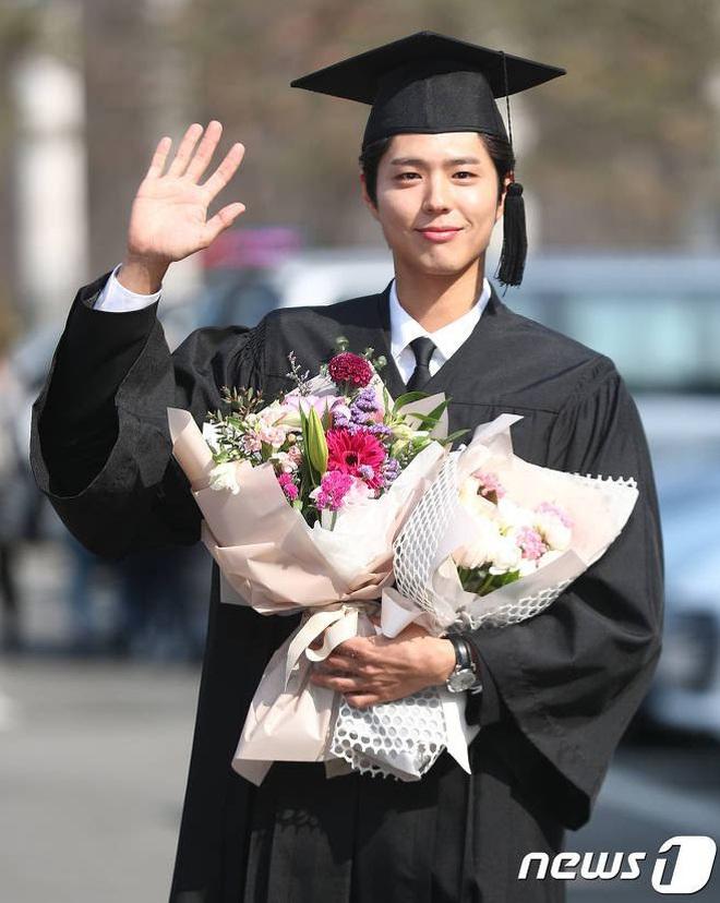 Park Bo Gum khoe ảnh tốt nghiệp như nam thần, nhưng đáng nể hơn là quá trình để lấy được tấm bằng - ảnh 1