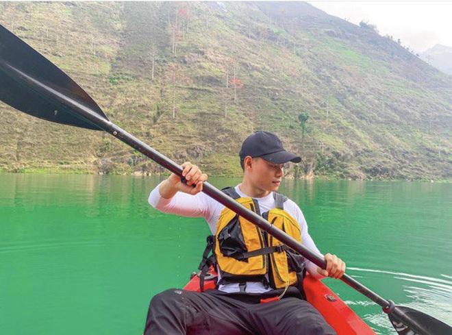 Lên Mã Pì Lèng không chỉ để chụp ảnh, giới trẻ thi nhau khoe trải nghiệm bộ môn mới ngay tại sông Nho Quế - Ảnh 5.