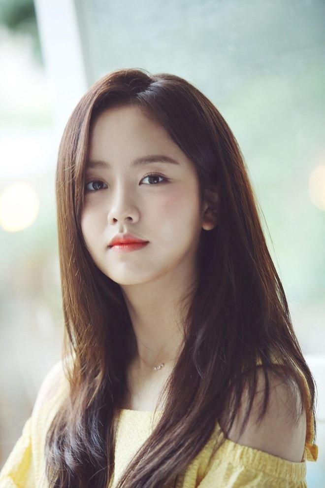 Choi Soo Jong lên top 1 Dispatch chỉ nhờ khoe ảnh bên con gái, nhan sắc ái nữ nhà tài tử Mối Tình Đầu khiến fan dậy sóng - ảnh 2