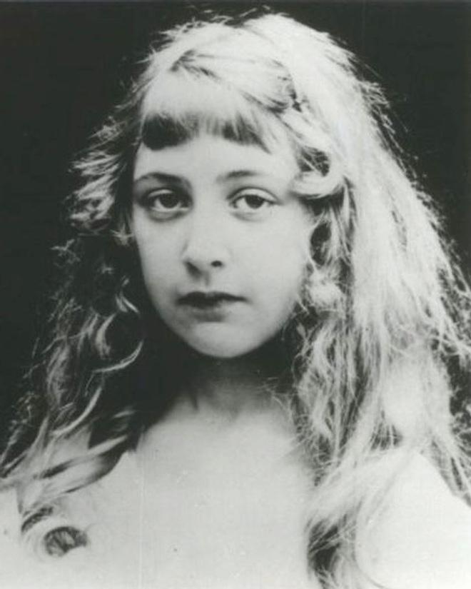 Chuyện đời đủ twist để viết thành tiểu thuyết của Agatha Christie - nữ nhà văn trinh thám nổi tiếng nhất lịch sử - ảnh 1