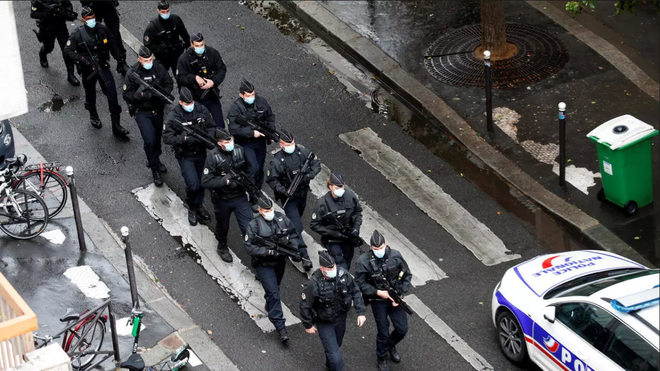 Tấn công bằng dao gần địa chỉ trụ sở cũ của tòa soạn báo Charlie Hebdo tại Paris - ảnh 1