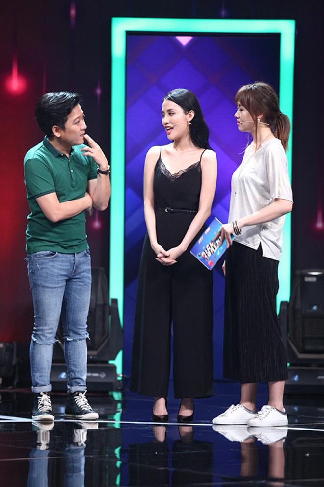 Làm MC, Hari Won có đôi ba lần diện đồ kém sang, tự dìm dáng ngay trên sóng truyền hình - ảnh 1
