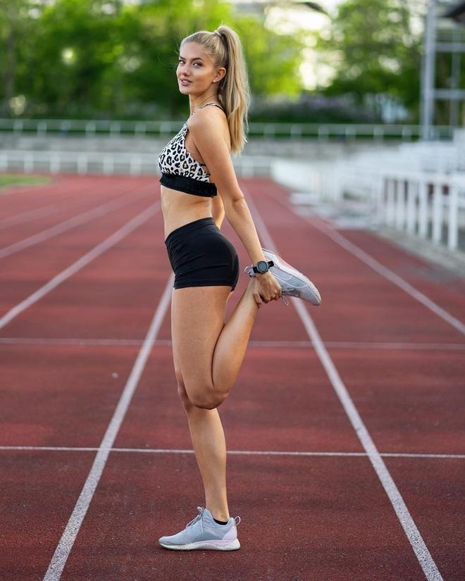Nữ VĐV quyến rũ nhất thế giới khiến nhà vô địch World Cup kiệt sức nằm vật ra đường đua - ảnh 5