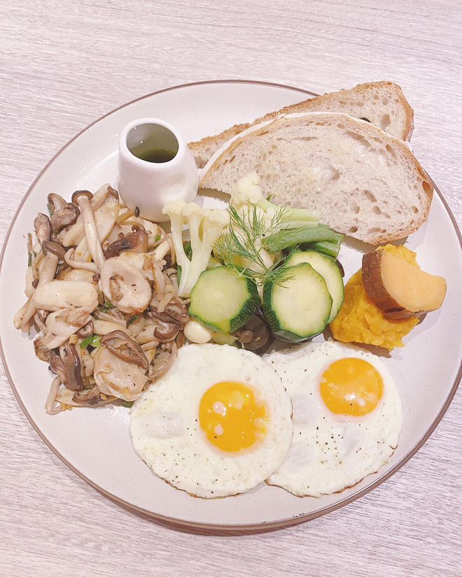 Học lỏm những bữa sáng giữ dáng siêu chất từ Lâm Tâm Như: bảo sao 44 tuổi rồi mà vẫn trẻ đẹp bất ngờ - ảnh 7