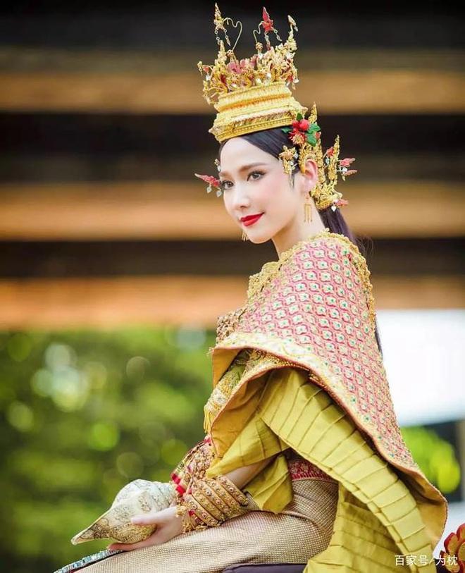 Nữ hoàng xứ Thái Aum Patcharapa: Hớp hồn Mario Maurer, gây sốc với 2 lần kéo quân đánh ghen và cái kết bên CEO gia thế khủng - ảnh 5