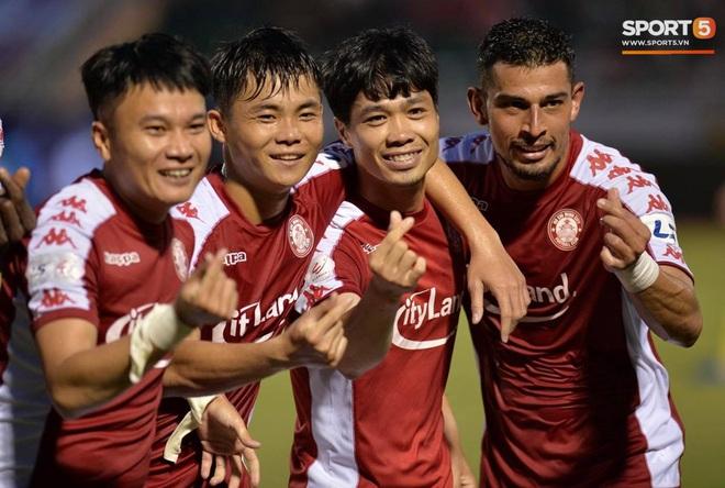 Công Phượng đau đớn rời sân sau khi lập cú đúp bàn thắng vào lưới CLB Nam Định - ảnh 8