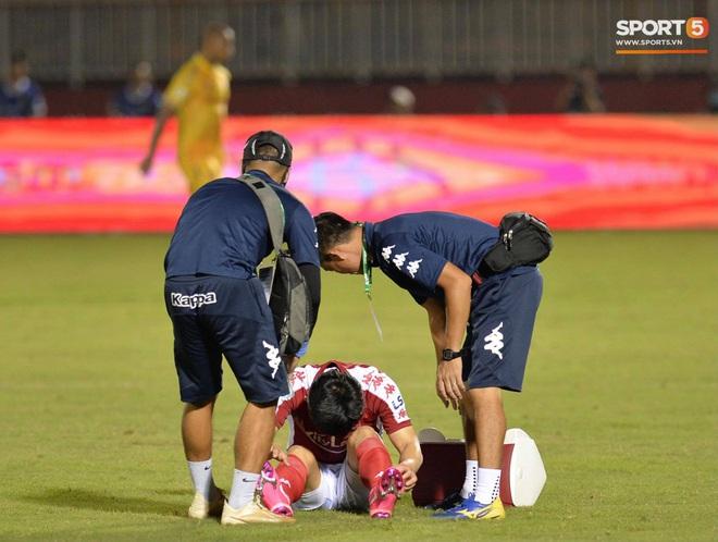 Công Phượng đau đớn rời sân sau khi lập cú đúp bàn thắng vào lưới CLB Nam Định - ảnh 5