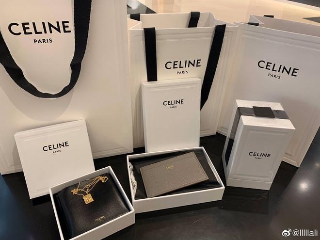 Nể fan của Lisa: Chốt đơn liên tục, mua cả tá đồ Celine mừng idol thành đại sứ toàn cầu - ảnh 8