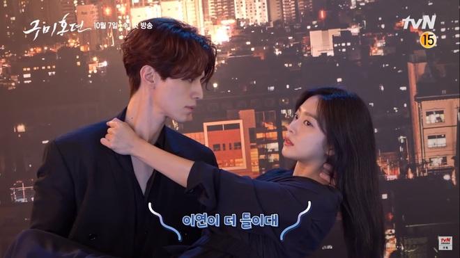 Lee Dong Wook ôm cứng Kim Bum ở hậu trường phim hồ ly, nữ chính ra rìa thật rồi - ảnh 6