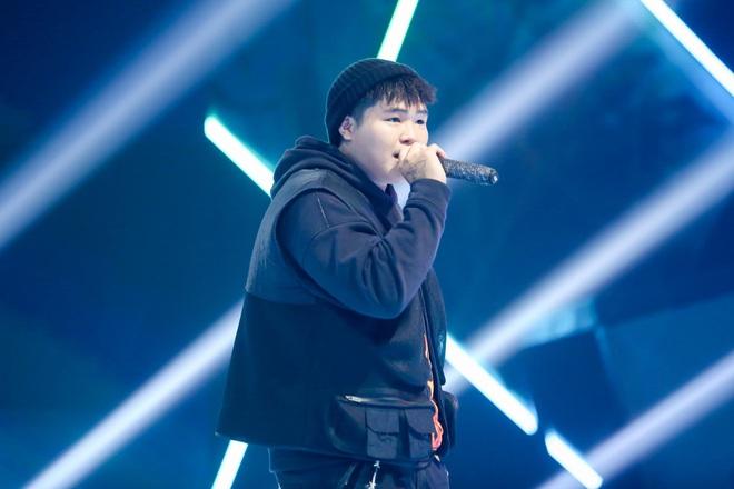 King Of Rap: Bất ngờ với bản Rap Hoa Nở Không Màu, thí sinh Rap nhạc Trịnh được book show ngay tại sân khấu - ảnh 3