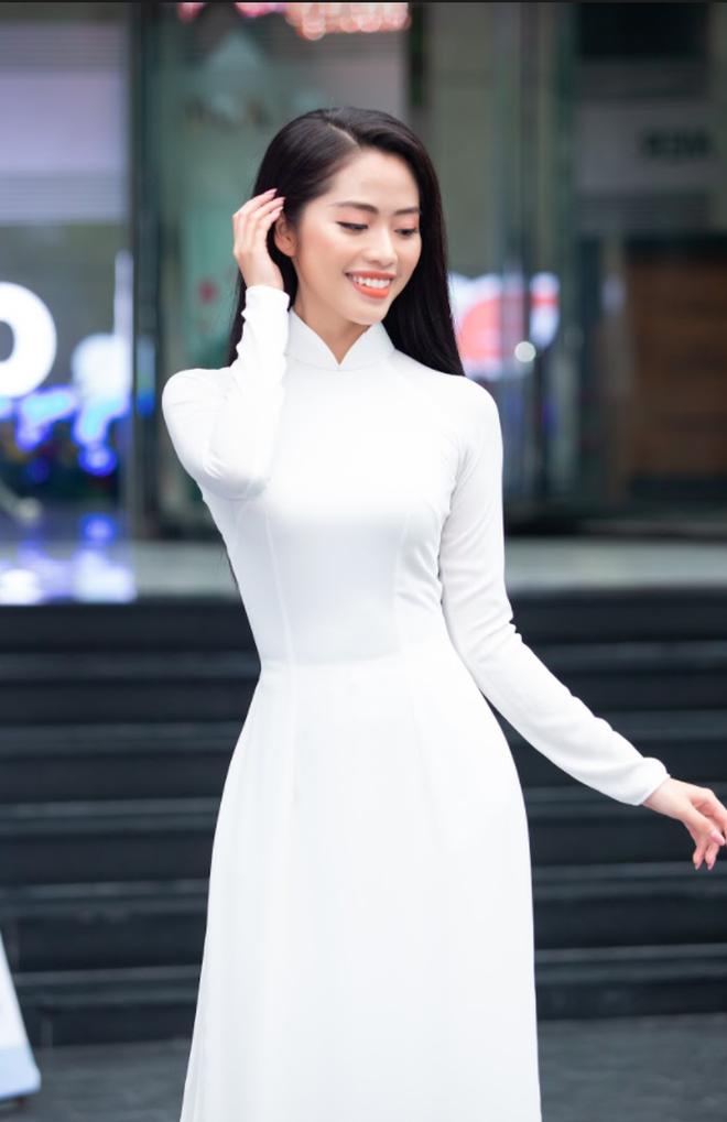 So ảnh trên mạng và chụp thực tế tại vòng sơ khảo của dàn thí sinh Hoa hậu Việt Nam 2020: Liệu có ai mất phong độ? - ảnh 2