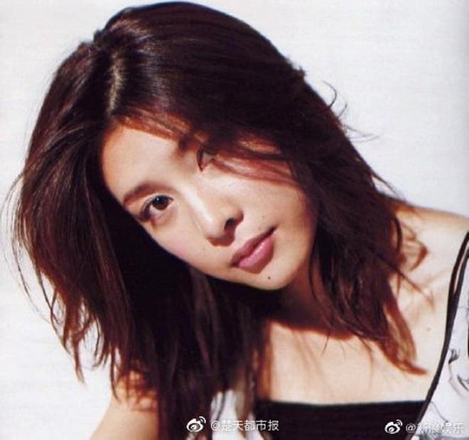 """Chỉ trong 2 tháng, Jbiz phải đón nhận vụ tự tử thứ 4: """"Nữ hoàng nước mắt"""" Yuko Takeuchi qua đời sau 8 tháng sinh con thứ 2 - Ảnh 9."""