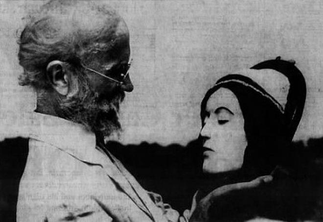 Vị bác sĩ bất chấp đi ăn trộm xác chết về để... yêu: Chuyện tình kinh dị có thật của thế kỷ 20 - ảnh 1