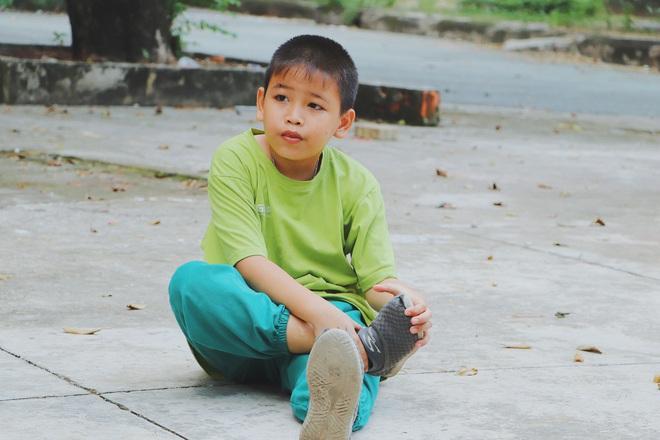 2 đứa trẻ bị mẹ bỏ rơi dưới chân cầu 3 năm trước và chuyện của đội lân đường phố ở Sài Gòn - ảnh 6