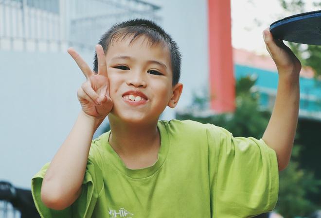 2 đứa trẻ bị mẹ bỏ rơi dưới chân cầu 3 năm trước và chuyện của đội lân đường phố ở Sài Gòn - ảnh 5