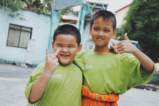 2 đứa trẻ bị mẹ bỏ rơi dưới chân cầu 3 năm trước và chuyện của đội lân đường phố ở Sài Gòn - ảnh 17