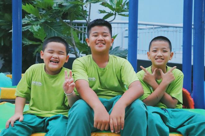 2 đứa trẻ bị mẹ bỏ rơi dưới chân cầu 3 năm trước và chuyện của đội lân đường phố ở Sài Gòn - ảnh 15