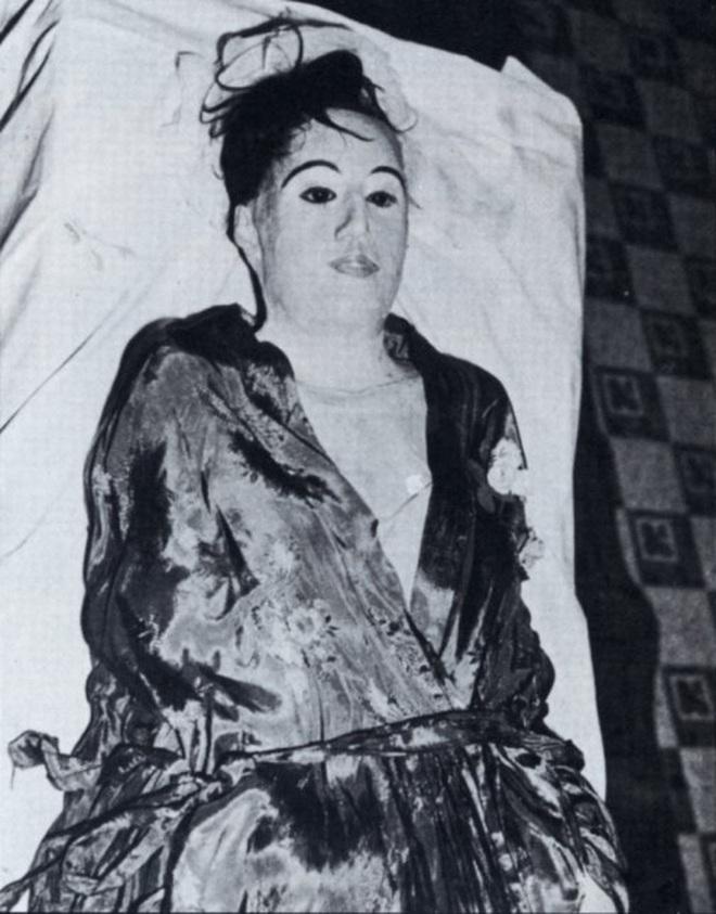 Vị bác sĩ bất chấp đi ăn trộm xác chết về để... yêu: Chuyện tình kinh dị có thật của thế kỷ 20 - ảnh 9