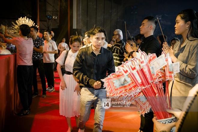 Dàn nghệ sĩ miền Bắc tề tựu tại lễ giỗ Tổ: Denis Đặng - Mạnh Quân nổi bần bật, Dương Hoàng Yến đầy tươi tắn - ảnh 3