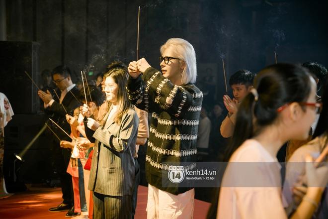 Dàn nghệ sĩ miền Bắc tề tựu tại lễ giỗ Tổ: Denis Đặng - Mạnh Quân nổi bần bật, Dương Hoàng Yến đầy tươi tắn - ảnh 11