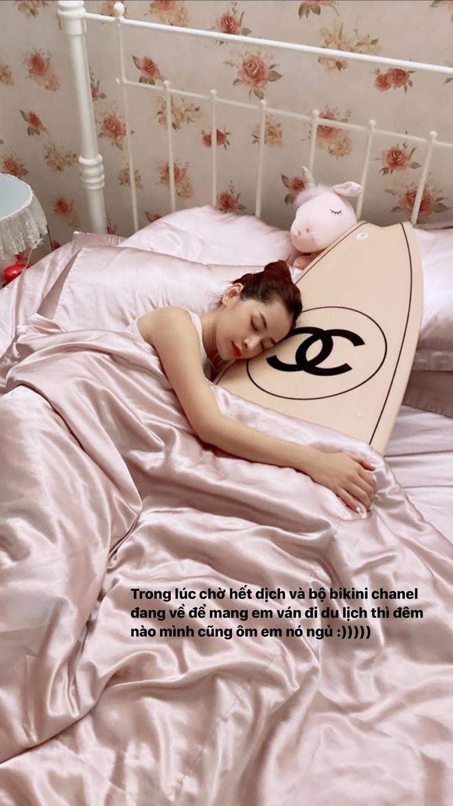 Giật mình trước độ hào phóng của Ngọc Trinh: Góp 100 triệu cho Chi Pu mua ván lướt sóng Chanel, liên tục mua đồ hiệu tặng chị em bạn dì - Ảnh 4.