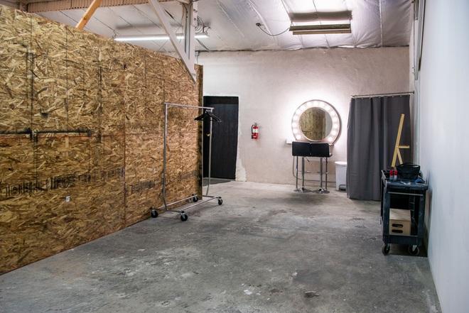 Căn studio được cải trang thành cabin máy bay riêng, dành cho người ít tiền nhưng muốn sang chảnh trên MXH - ảnh 9