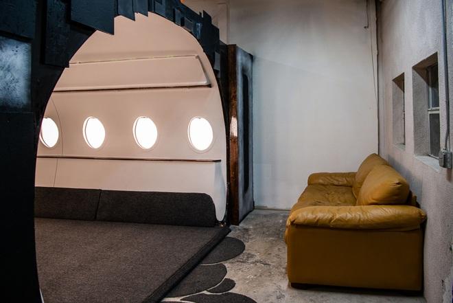 Căn studio được cải trang thành cabin máy bay riêng, dành cho người ít tiền nhưng muốn sang chảnh trên MXH - ảnh 8