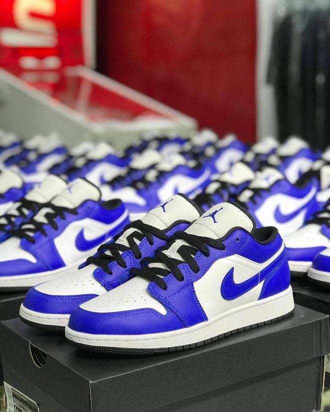 Năm nay dân tình lùng sục Nike Air Jordan quá, bạn mà không sắm là tụt trend ngay - ảnh 13