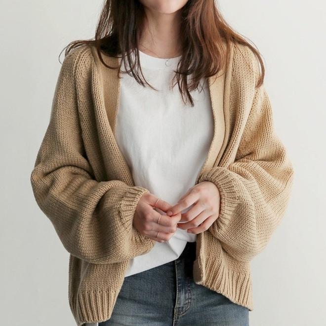 Chỉ là 2 dáng áo len cơ bản nhưng lại có sức mạnh ghê gớm, có đủ thì bạn luôn mặc đẹp - ảnh 12