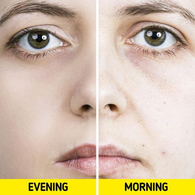 Quên tẩy trang trước khi đi ngủ: có 7 vấn đề sẽ xảy đến với sức khỏe lẫn nhan sắc của bạn - ảnh 7