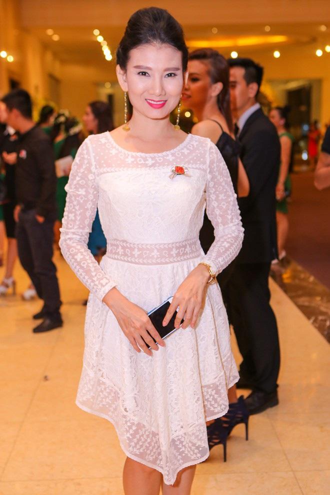 Chẳng riêng người thường, sao Việt cũng đầy lần mắc lỗi làm đẹp khi đi ăn cưới: Cô bới tóc quá khổ, cô makeup gây giật mình - ảnh 9