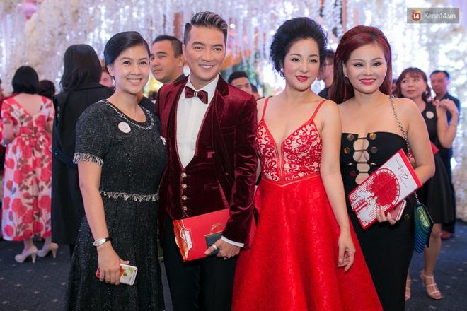 Chẳng riêng người thường, sao Việt cũng đầy lần mắc lỗi làm đẹp khi đi ăn cưới: Cô bới tóc quá khổ, cô makeup gây giật mình - ảnh 1