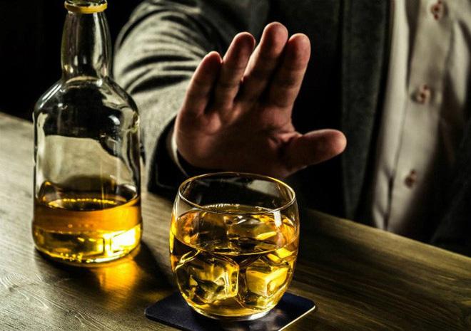 Kích động, lôi kéo người khác uống rượu, bia bị phạt đến 1 triệu đồng - ảnh 1