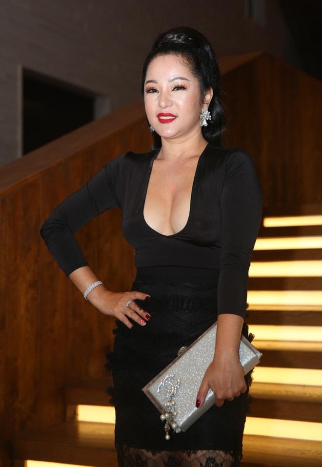 Chẳng riêng người thường, sao Việt cũng đầy lần mắc lỗi làm đẹp khi đi ăn cưới: Cô bới tóc quá khổ, cô makeup gây giật mình - ảnh 7