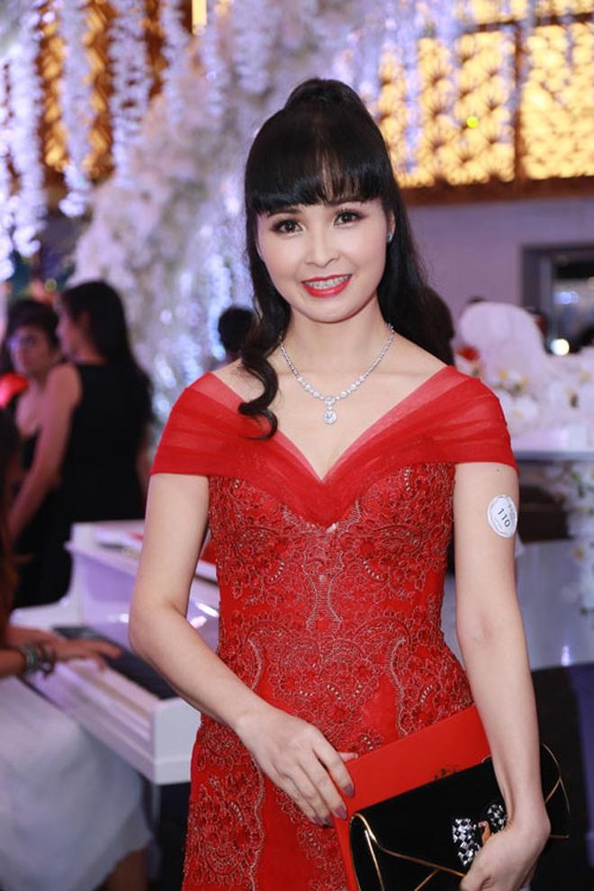 Chẳng riêng người thường, sao Việt cũng đầy lần mắc lỗi làm đẹp khi đi ăn cưới: Cô bới tóc quá khổ, cô makeup gây giật mình - ảnh 12