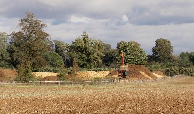 David Beckham gây tranh cãi vì xây hồ cho biệt thự 180 tỷ: Ảnh hưởng môi trường, khiến cả trăm công nhân phải nghỉ việc - ảnh 1