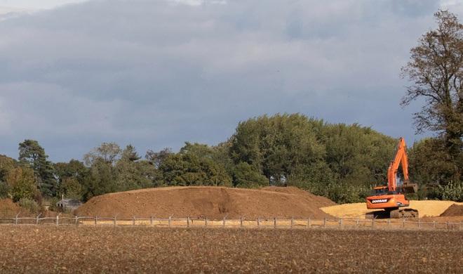David Beckham gây tranh cãi vì xây hồ cho biệt thự 180 tỷ: Ảnh hưởng môi trường, khiến cả trăm công nhân phải nghỉ việc - ảnh 3