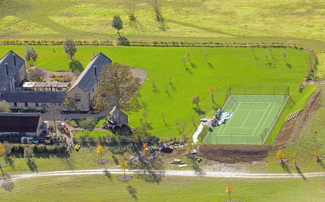David Beckham gây tranh cãi vì xây hồ cho biệt thự 180 tỷ: Ảnh hưởng môi trường, khiến cả trăm công nhân phải nghỉ việc - ảnh 4