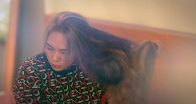 Mỹ Tâm thay 7749 bộ đồ hiệu, tóc và style như Jennie (BLACKPINK), có cả vũ đạo nhưng tổng thể MV đúng cũng thành sai thôi! - ảnh 4