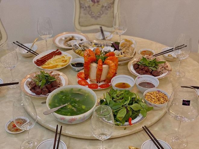 Vũ Ngọc Châm đứng ngoài hội gái đoảng với loạt món ăn tự nấu xịn như nhà hàng - ảnh 3