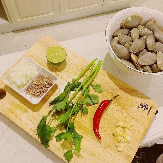 Vũ Ngọc Châm đứng ngoài hội gái đoảng với loạt món ăn tự nấu xịn như nhà hàng - ảnh 5