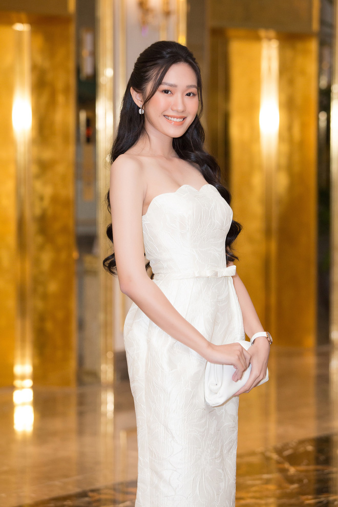 Dàn thí sinh Hoa hậu Việt Nam 2020 trên ảnh dự thi và ngoài đời, bản sao Châu Bùi và Nhã Phương có lung linh như kỳ vọng? - Ảnh 2.