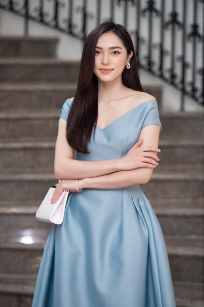Dàn thí sinh Hoa hậu Việt Nam 2020 trên ảnh dự thi và ngoài đời, bản sao Châu Bùi và Nhã Phương có lung linh như kỳ vọng? - Ảnh 4.