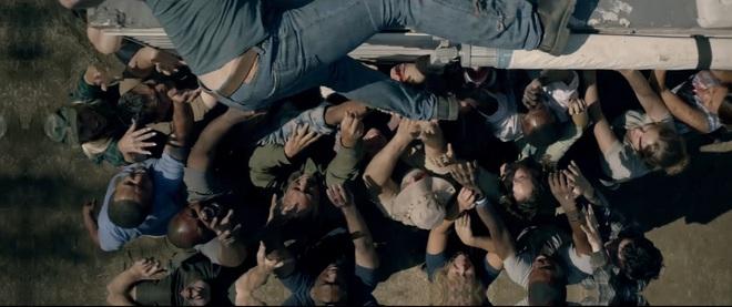 Muốn rớt tim với ông bố vượt ải zombie tìm con ở Trại Xác Sống, phim khai pháo mùa Halloween là đây chứ đâu! - ảnh 4